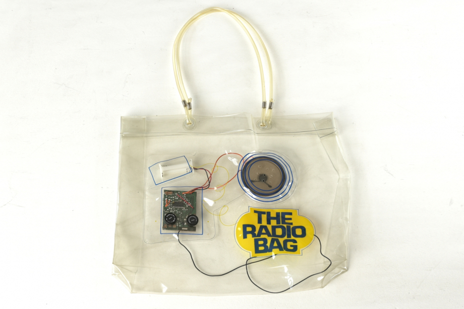 THE RADIO BAG - WOHL TAIWAN - UM 1970