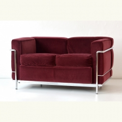2er SOFA - LC 2 CASSINA - LE CORBUSIER - SONDERVERSION IN WEINROTEM SAMT