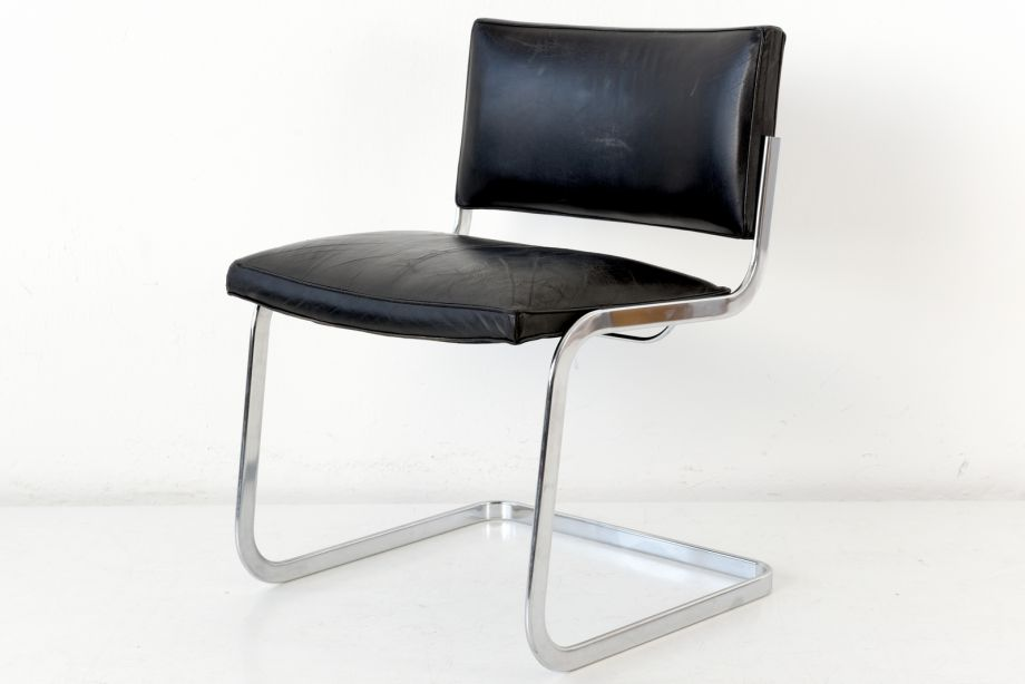 CANTILEVER CHAIR - LEATHER - ROBERT AND TRIX HAUSSMANN - DE SEDE - SWITZERLAND - AROUND 1960