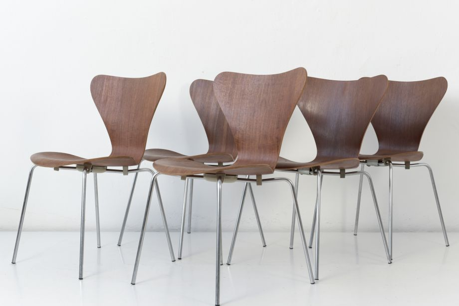 STACKING CHAIR - 3107 - TEAK - ARNE JACOBSEN - FRITZ HANSEN - DENMARK - 1955