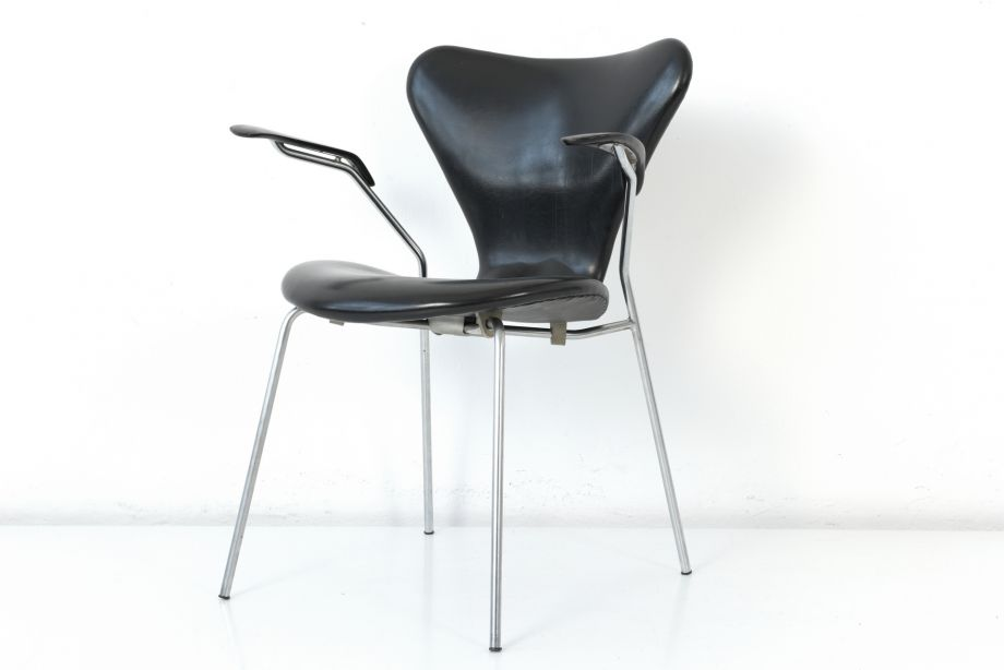STACKING CHAIR - 3207 - ORIGINAL SKAI - ARNE JACOBSEN - FRITZ HANSEN - DENMARK - 1955