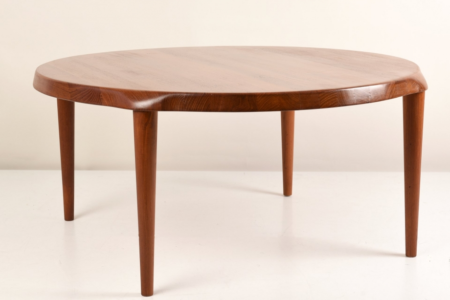 SIDE TABLE - ROUND - TEAK SOLID - DENMARK - AROUND 1970