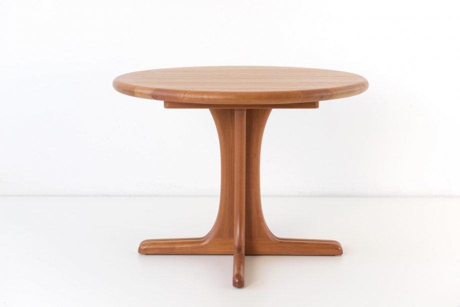 EXTENDABLE TABLE - TEAK SOLID - DYRLUND - DENMARK - AROUND 1970